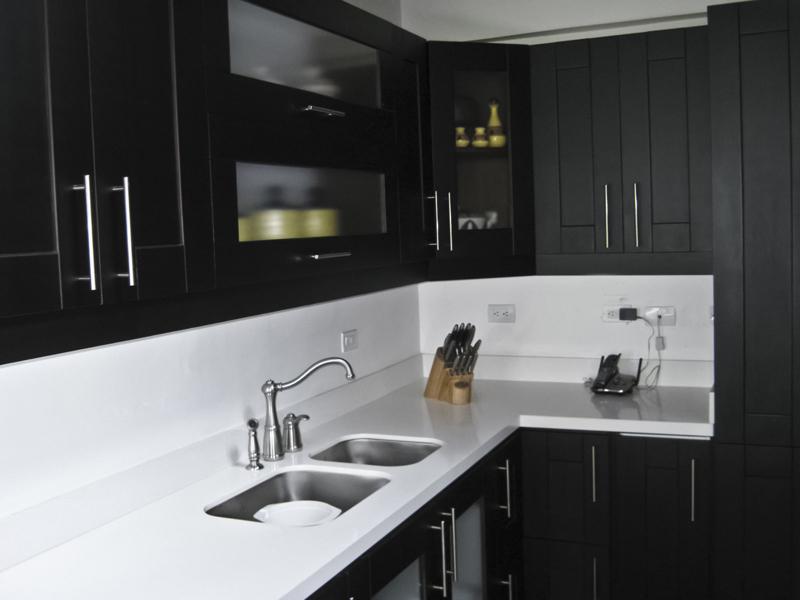 Cocinas integrales en medell n obra blanca y reformas en for Enchapes cocinas modernas