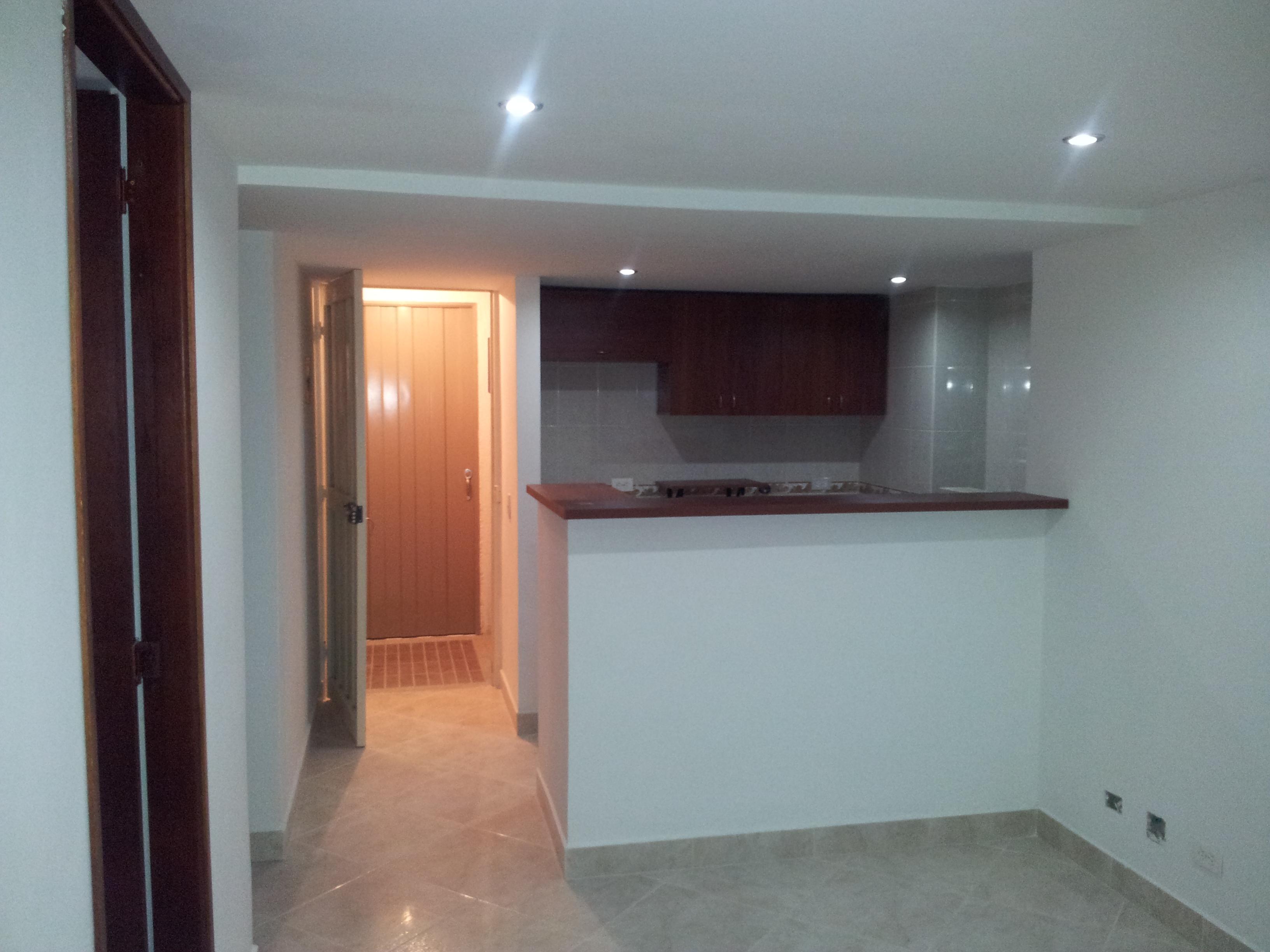 Obra blanca apartamento en medellin capri obra blanca y for Enchapes para cocina